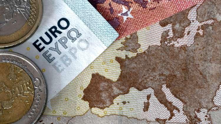 اليورو يحتفي بـ