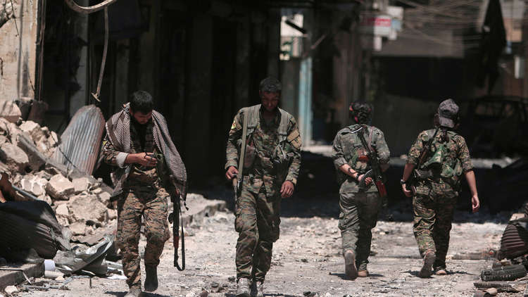 الدفاع السورية: انسحاب نحو 400 مقاتل كردي من منبج إلى شاطئ شرق الفرات (فيديو)