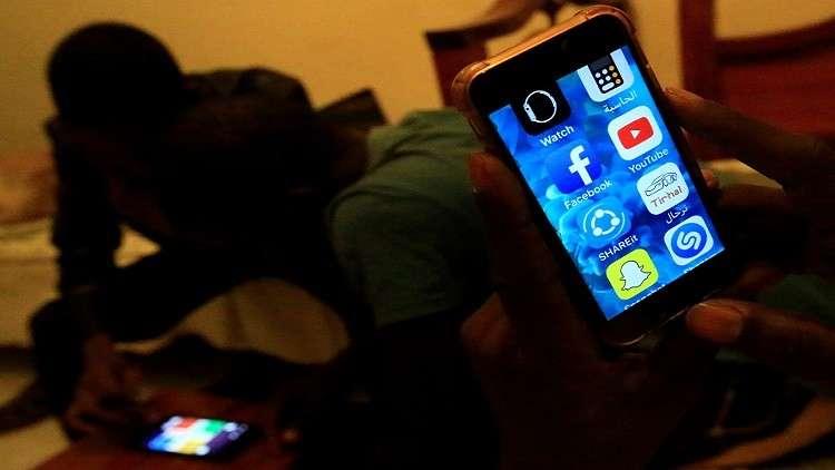 رويترز: السودان يقيد ارتياد مواقع التواصل الاجتماعي