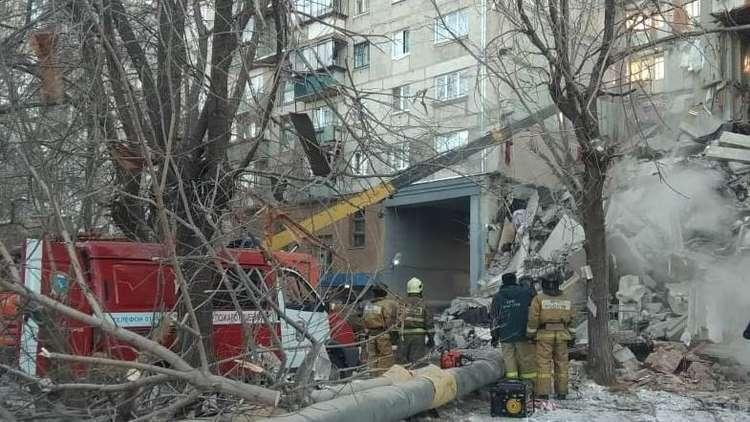 روسيا.. انتشال كلب حي من تحت أنقاض المنزل المنهار في ماغنيتوغورسك
