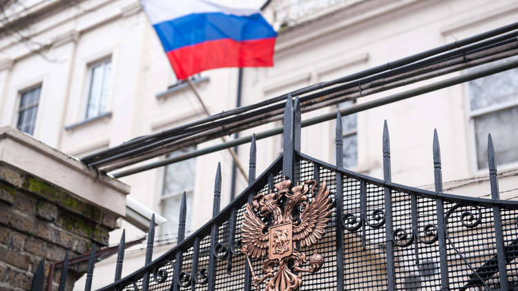 موسكو تعلّق على ما نشره الإعلام البريطاني عن مناورات الأمير هاري