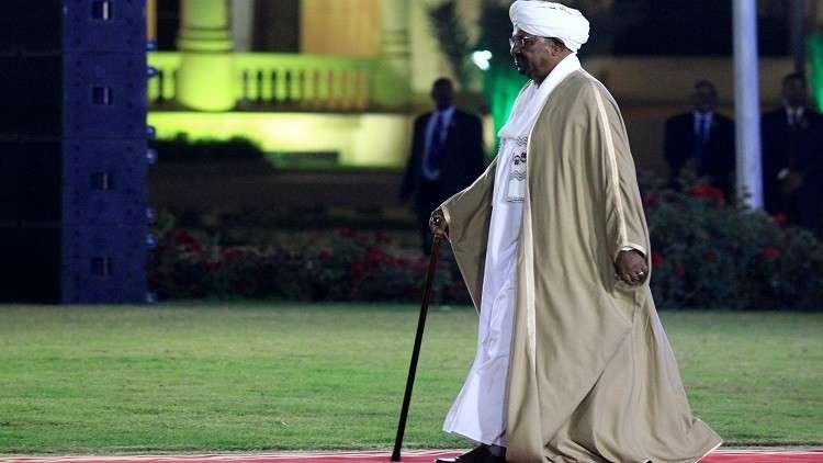 الرئيس السوداني يجري تعديلات حكومية