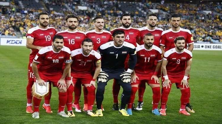 لأول مرة.. بشار الجعفري ينزع ربطة العنق ويشجع
