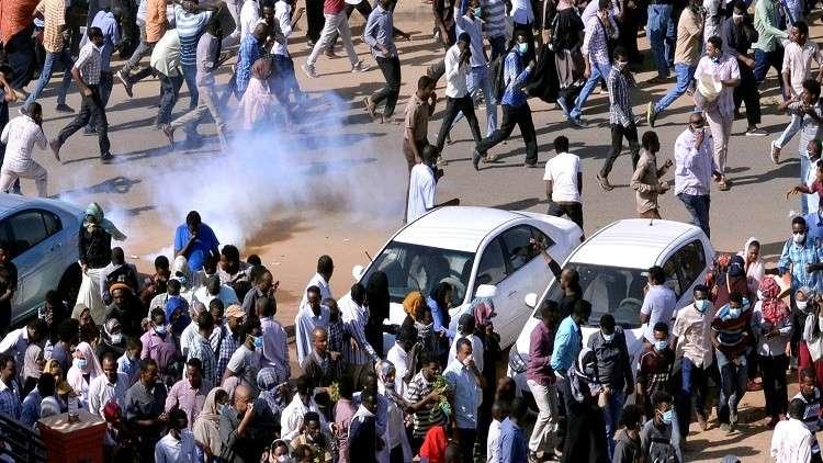 الشرطة السودانية تفرق متظاهري الخرطوم بالغاز المسيل للدموع