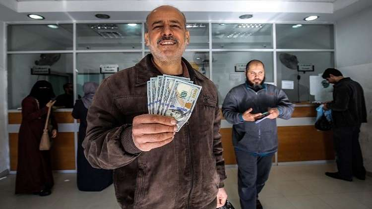 أنباء عن قرب إدخال الأموال القطرية إلى غزة بشروط