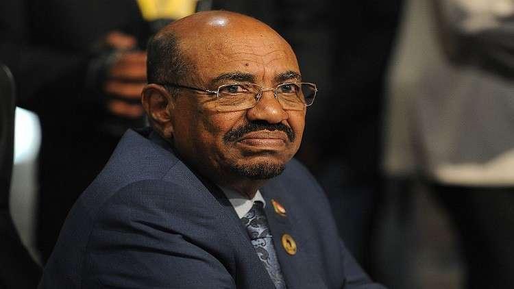 البشير يتعهد بمواصلة بناء الجيش السوداني