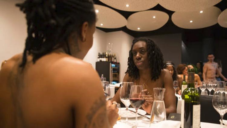 مطعم العراة يغلق أبوابه في باريس