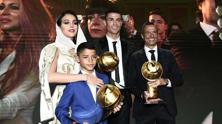لماذا يطلق الجزائريون والمغاربة اسم جيلالي على نجل رونالدو؟