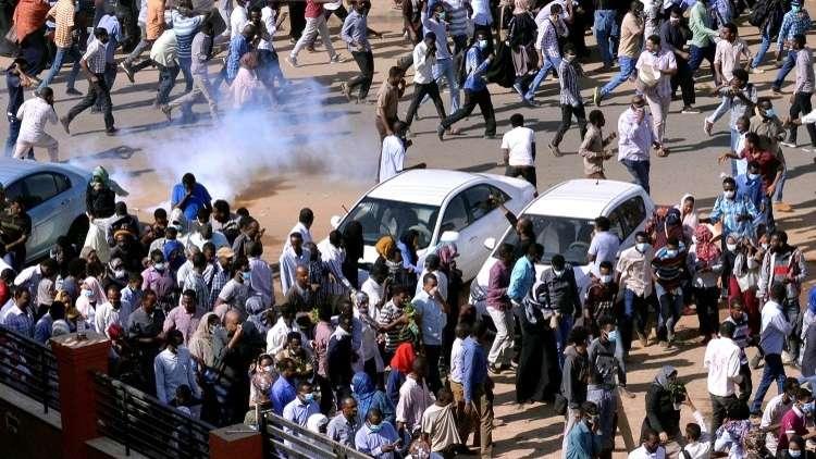 رويترز: مقتل متظاهر وإصابة 6 بالرصاص خلال الاحتجاجات في أم درمان بالسودان