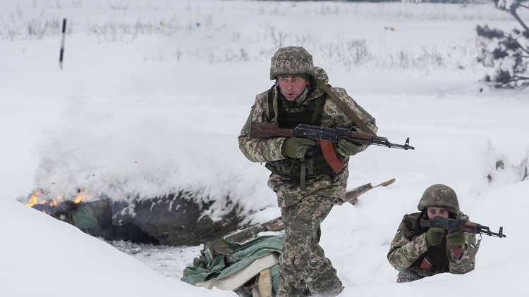 العسكريون الأوكرانيون يحتجزون لاعب كرة قدم من القرم