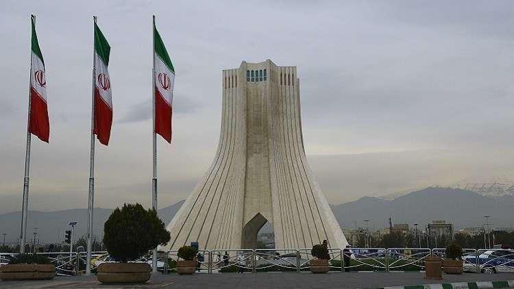 فيديو.. مهاجمة السفارة الإيرانية في لاهاي وترديد شعارات مناهضة للجمهورية الإسلامية