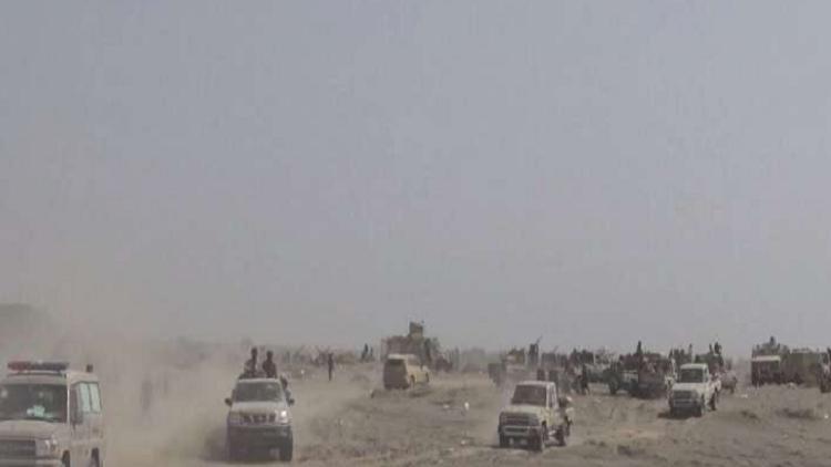 لحظة استهداف الحوثيين الاستعراض العسكري في قاعدة العند اليمنية بطائرة مسيرة