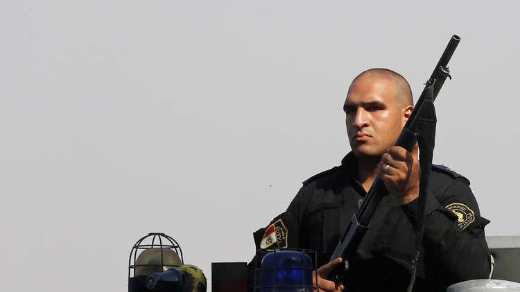 شجاعة ضابط شرطة مصري وأمين في شوارع الجيزة تنتهي بتكريمهما من وزير الداخلية! (صور)