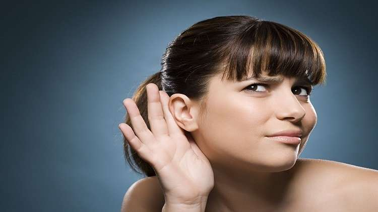 امرأة لا يمكنها سماع صوت الرجال!