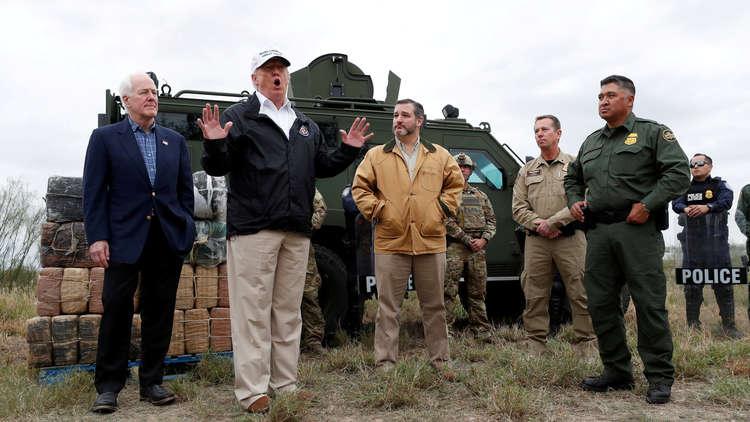 سيناتور أمريكي يدعو ترامب لإعلان حالة الطوارئ في الولايات المتحدة