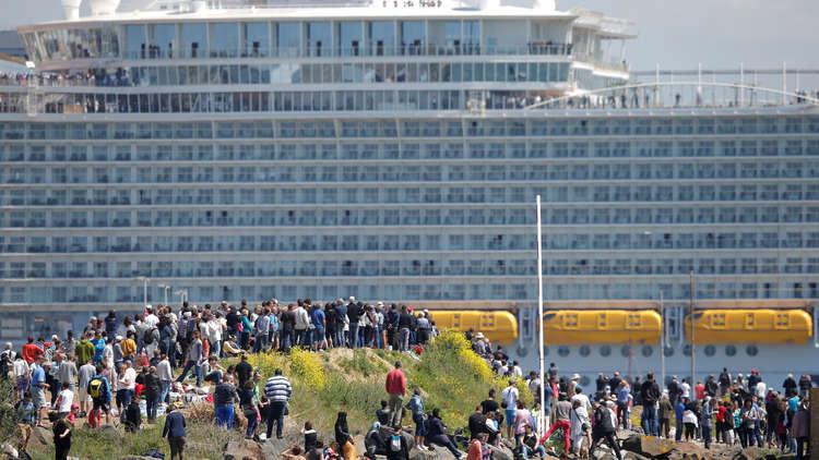 9 آلاف شخص عالقون على متن سفينة بسبب فيروس!