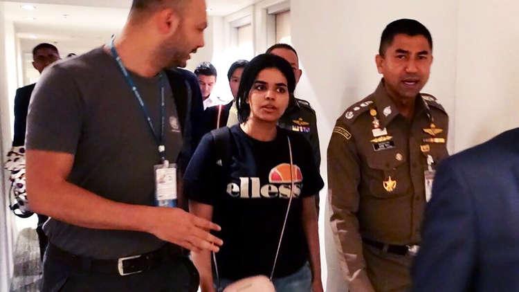 الفتاة السعودية رهف القنون تغادر تايلاند إلى كندا