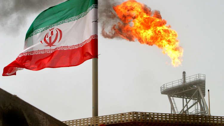 مسؤول أمريكي يكشف عن سبب إعفاء مشتري النفط الإيراني من العقوبات