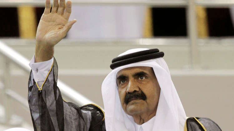 قطر.. سيلفي الأمير الوالد مع مقيمين هنود يثير جدلا