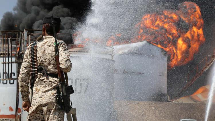 حريق مصافي عدن يتوسع ويوقع إصابات والحوثي يحمل التحالف المسؤولية