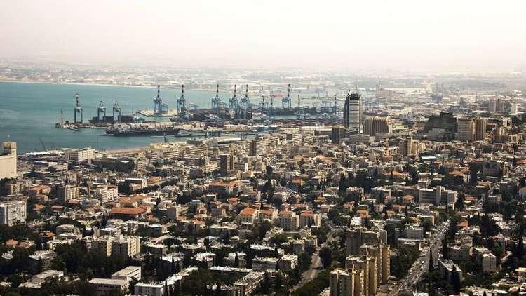 الروم الأرثوذكس يدعون بلدية حيفا لإزالة لوحات فنية مسيئة للديانة من متحف المدينة