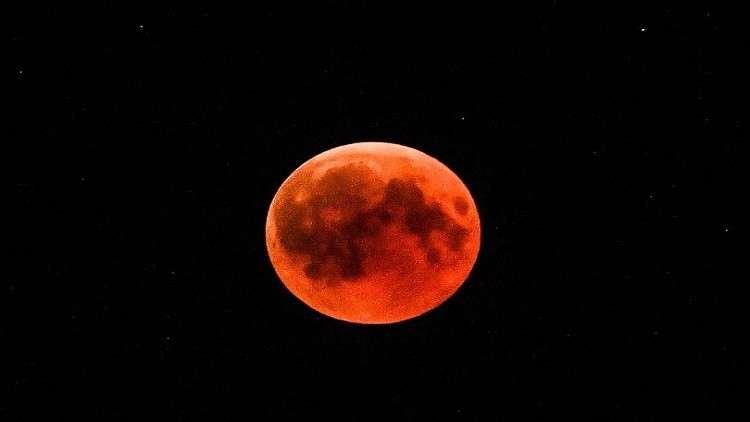أغرب نظريات المؤامرة الخرافية المرتبطة بقمر