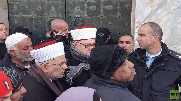 الشرطة الإسرائيلية تمنع المصلين من الدخول إلى مصلى قبة الصخرة