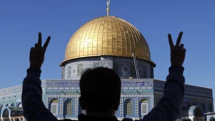 مراسلتنا: دخول المصلين إلى قبة الصخرة بعد انسحاب القوات الإسرائيلية من ساحات الأقصى