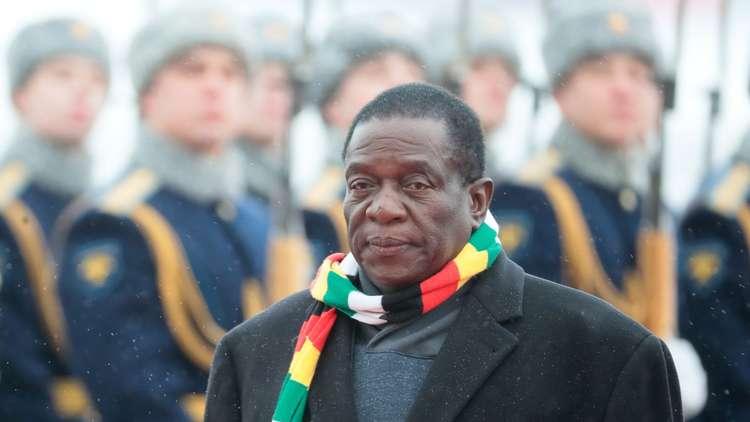 رئيس زيمبابوي إيمرسون منانغاغوا أثناء مراسم استقباله في مطار موسكو، 14 يناير 2019