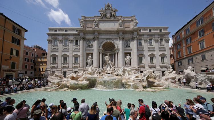 خلاف كاثوليكي-إيطالي على الأحقية في نقود أشهر نوافير روما