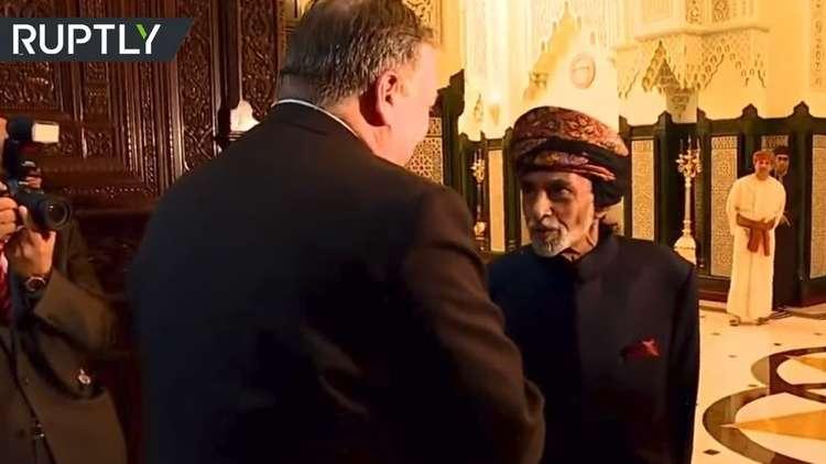 شاهد.. السلطان قابوس يستقبل بومبيو في مسقط