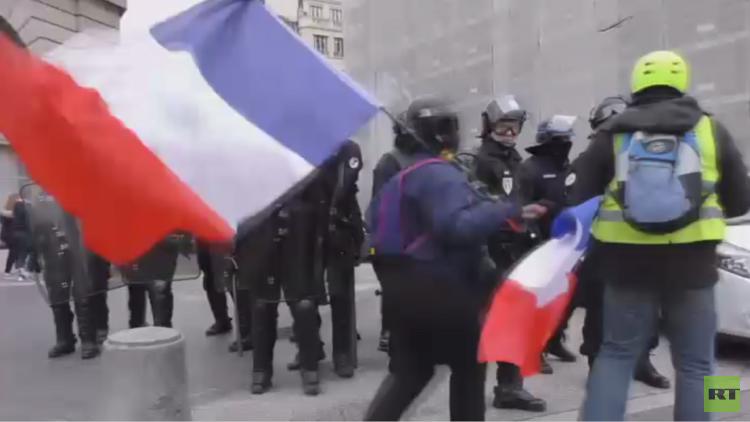حوار وطني فرنسي لحل أزمة السترات الصفراء