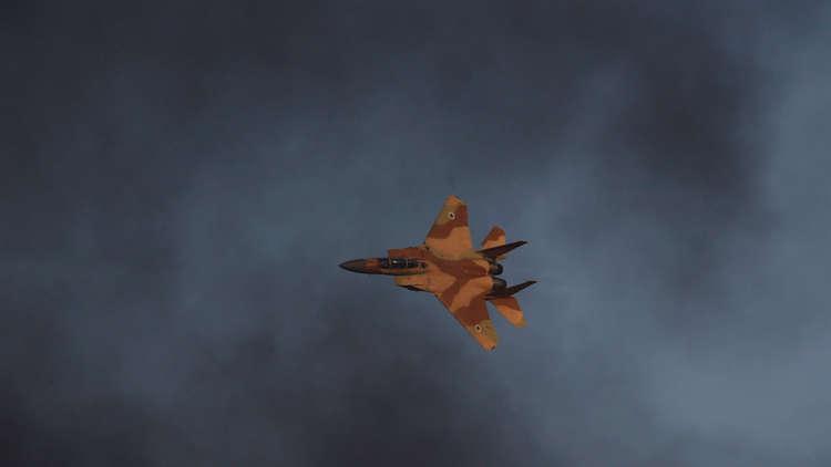 بالصور.. تدمير مستودع بالكامل في مطار دمشق جراء الهجوم الإسرائيلي