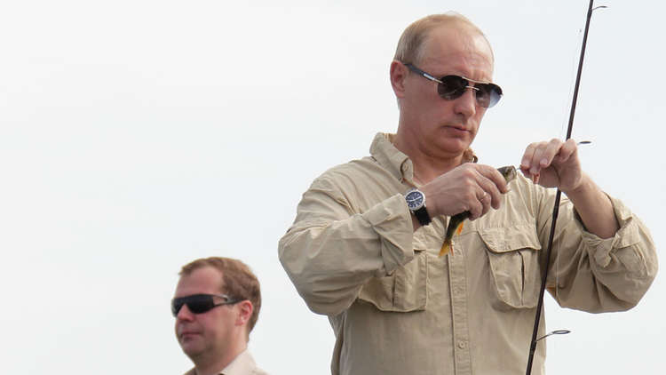 هل يحتفظ الرئيس بوتين بالنقود معه.. ومتى يحتاج إلى دفع الأموال