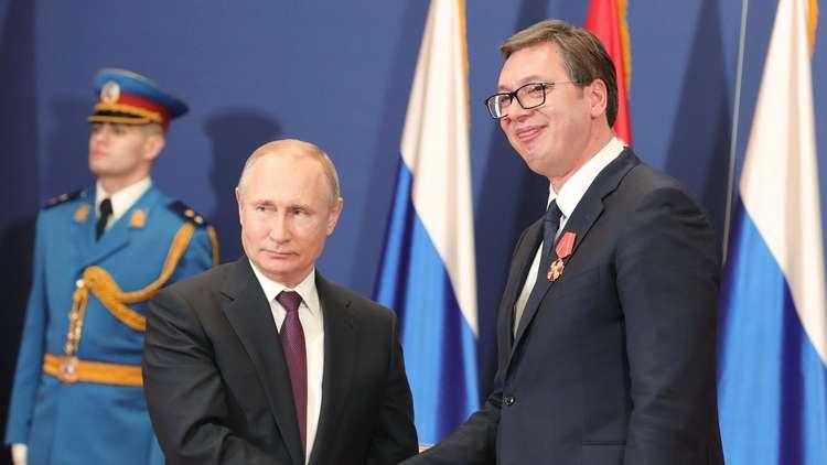 الرئيسان، الروسي فلاديمير بوتني، والصربي ألكسندر فوتشيتش، خلال مؤتمر صحفي مشترك في بلغراد