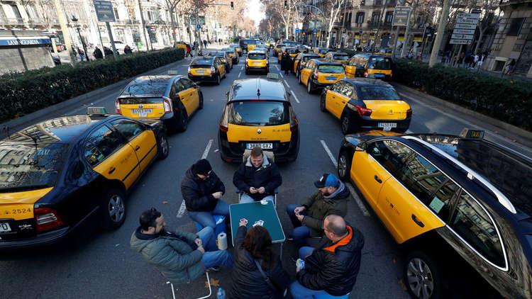 برشلونة.. القبض على 7 سائقي سيارات للأجرة اعتدوا على سائقي