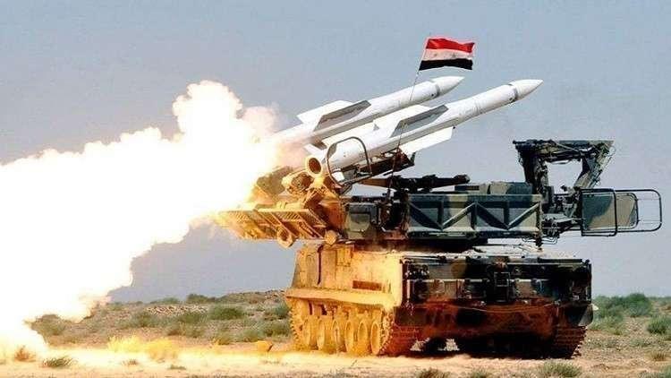 لحظة إطلاق صواريخ سورية ضد أهداف إسرائيلية - RT Arabic