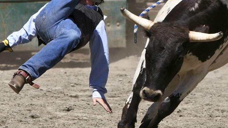 ثور هائج يقتل أحد أشهر راكبي الثيران في العالم! (فيديو)