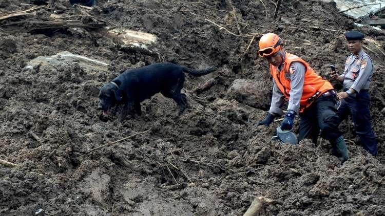 عدد ضحايا الفيضانات والانهيارات في إندونيسيا حوالي 70 شخصا