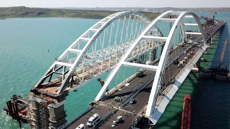 لأول مرة.. انطلاق حركة قطارات الضواحي على جسر القرم قريبا