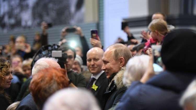 بوتين يهنئ سكان بطرسبورغ (لينينغراد) في الذكرى 75 لفك الحصار عنها