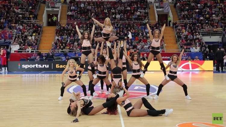 راقصات كرة السلة.. لحظات تكسر التنافس