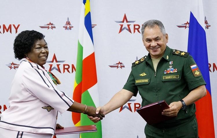 وزيرة دفاع إفريقيا الوسطى قامت بزيارة لروسيا غير معلنة
