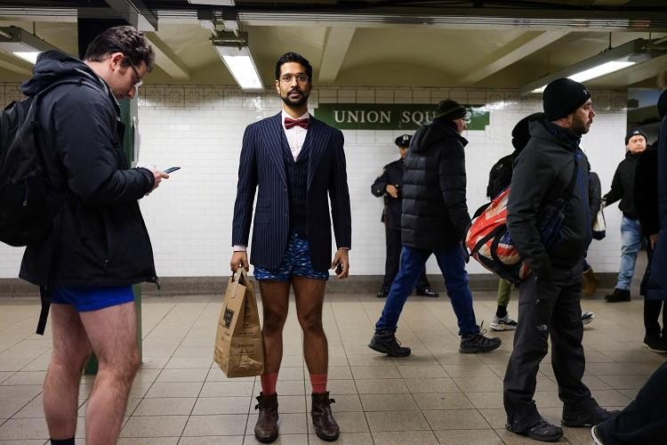 مئات الركاب بلا سراويل في مترو الأنفاق (صور+فيديو)