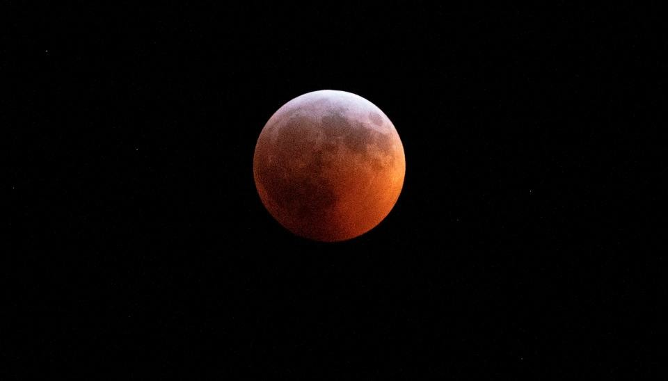 97aa00a85e0f0 قمر الذئب الدموي