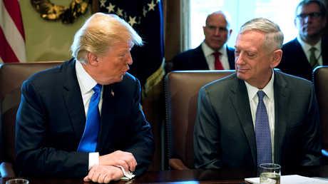 وزير الدفاع الأمريكي السابق، جيمس ماتيس، ورئيس الولايات المتحدة، دونالد ترامب