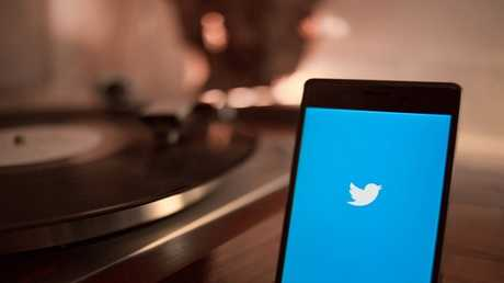 تويتر تستعد لإطلاق ميزة المحادثات عبر تطبيقها