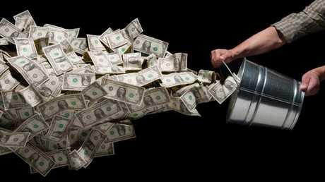 روسيا تحول 100 مليار دولار من احتياطياتها إلى اليورو واليوان