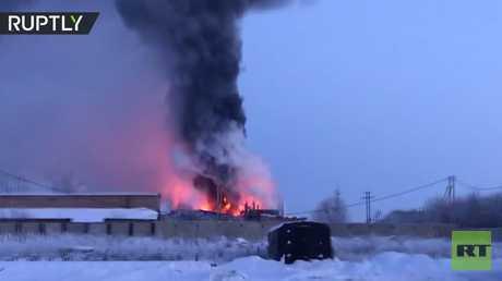 شاهد.. حريق ضخم في مصنع الزنك بمقاطعة أورنبورغ الروسية
