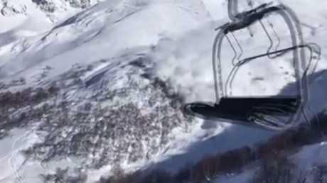 شاهد.. لحظة انهيار ثلجي في جبال جورجيا